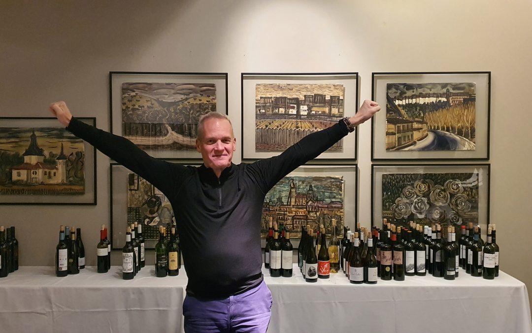"""El """"Master of Wine"""", Tim Atkin, cata los vinos de ABRA"""